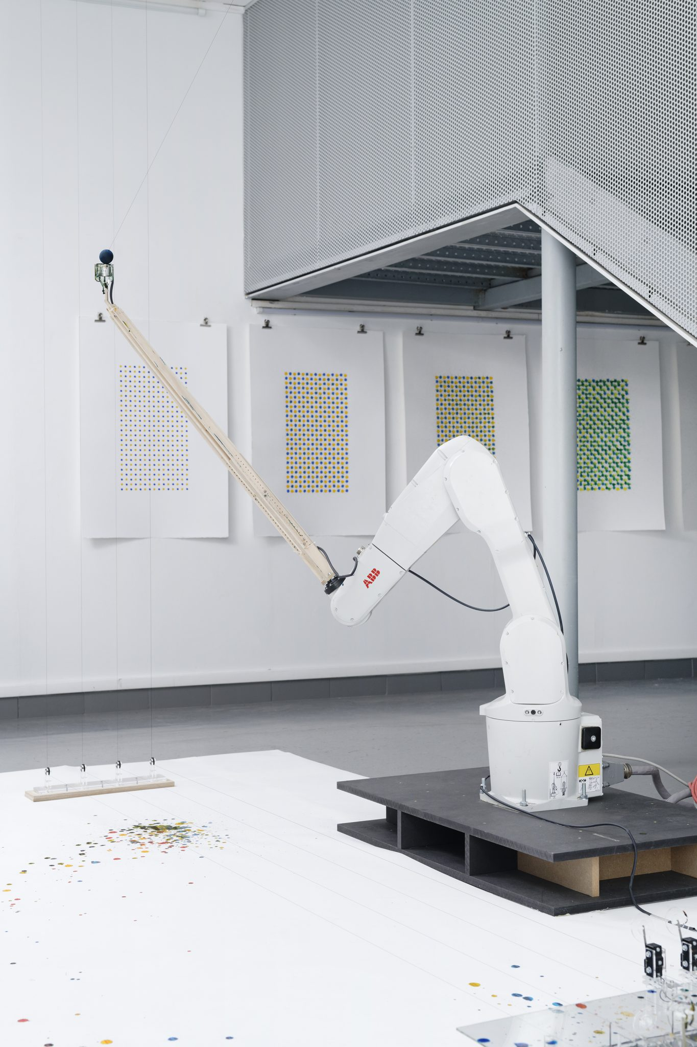 Computational drawing experiment with robotic painting at AA[n+1] Gallery for Area Institute, Paris, 2018 by Machinic Protocols